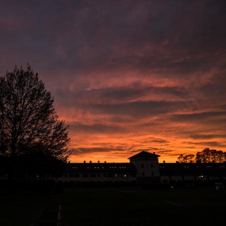 panorama al tramonto in inverno delle campagne milanesi